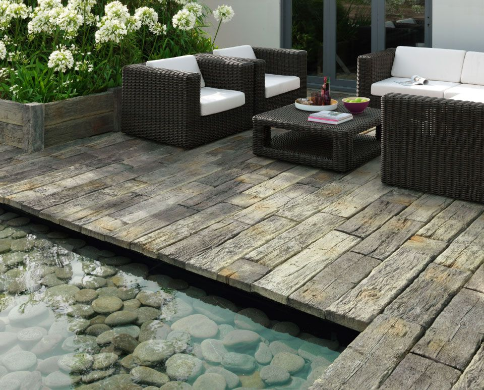 Timberstone offers the sought after weathered appearance for Entrada de jardineria al aire libre