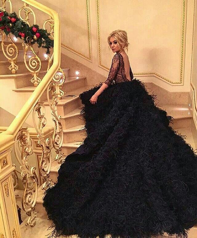 This Black couture gown has our eyes. Love this @katesofficial dress, gives us a reason to go for black.