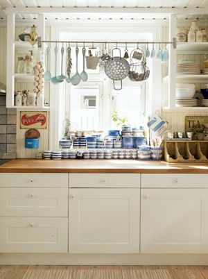 Love the display rod with spoons and teacups