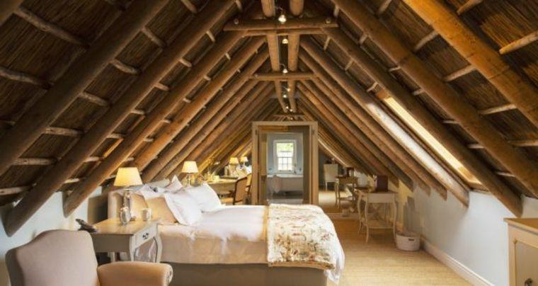 Soffitto In Legno Con Travi : Splendida struttura del soffitto con travi in legno a vista idee