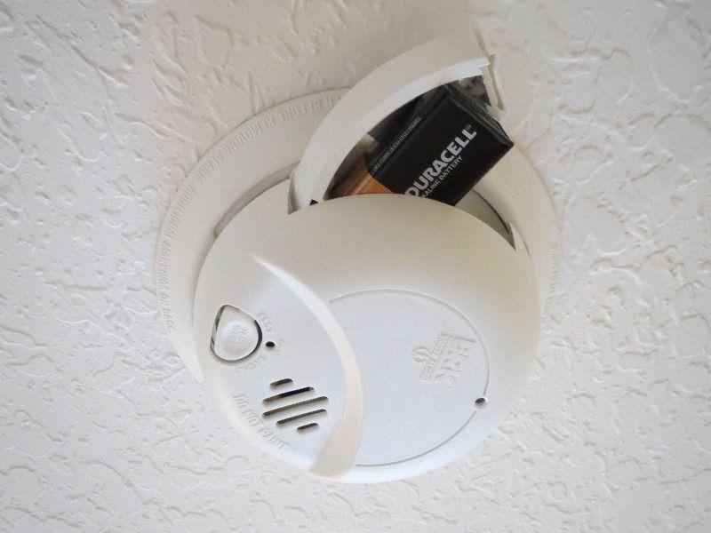 How To Change Replace Smoke Alarm Battery 04 Smoke Alarms Alarm Smoke