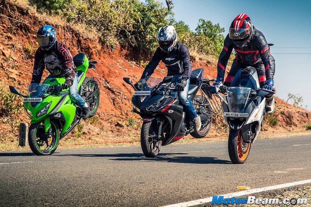 This is one fierce battle  #Kawasaki #Ninja300 vs #Yamaha