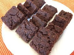 Bolo de batata doce     Ingredientes   400 g. batata doce crua  100 g. tâmaras sem caroço  100 g. chocolate preto  100 g farinha aveia  30 g farinha de alfar...