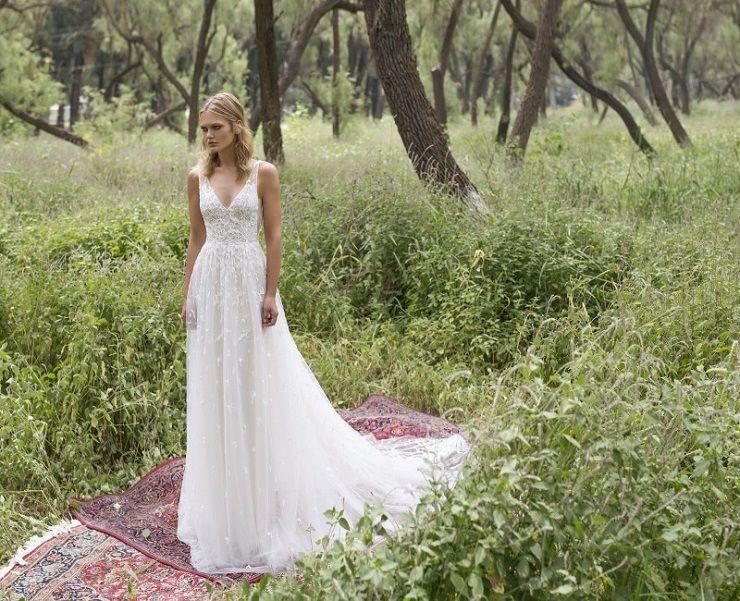v-neckline wedding dress | itakeyou.co.uk #wedding #weddingdresses #weddingdress #weddinggown #limorrosen