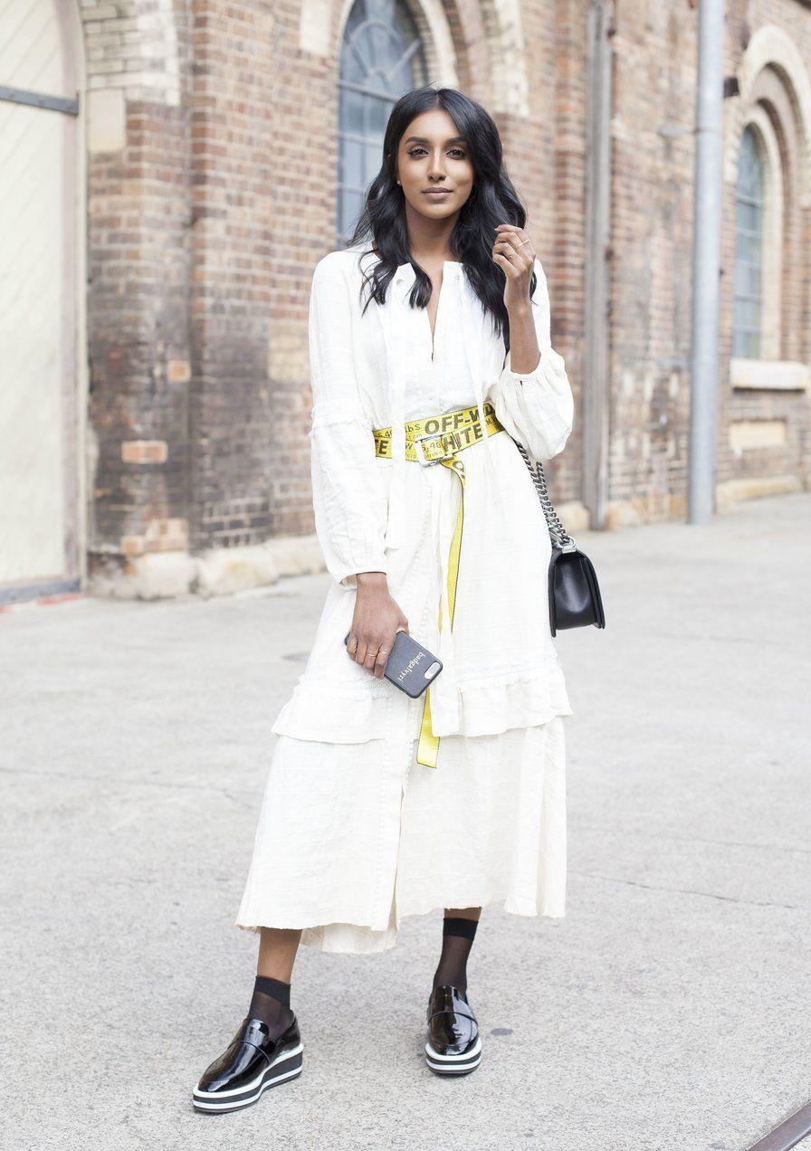 da3ae313f8f Fashionbloggerin Freddy Harper stylt den Off-White-Gürtel zum weißen  Maxikleid.