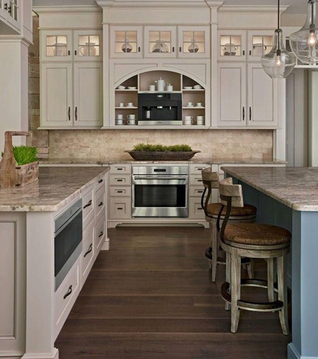 Travertine Floor Kitchen Love This Kitchen Cream Cabinets Travertine Backsplash Granite