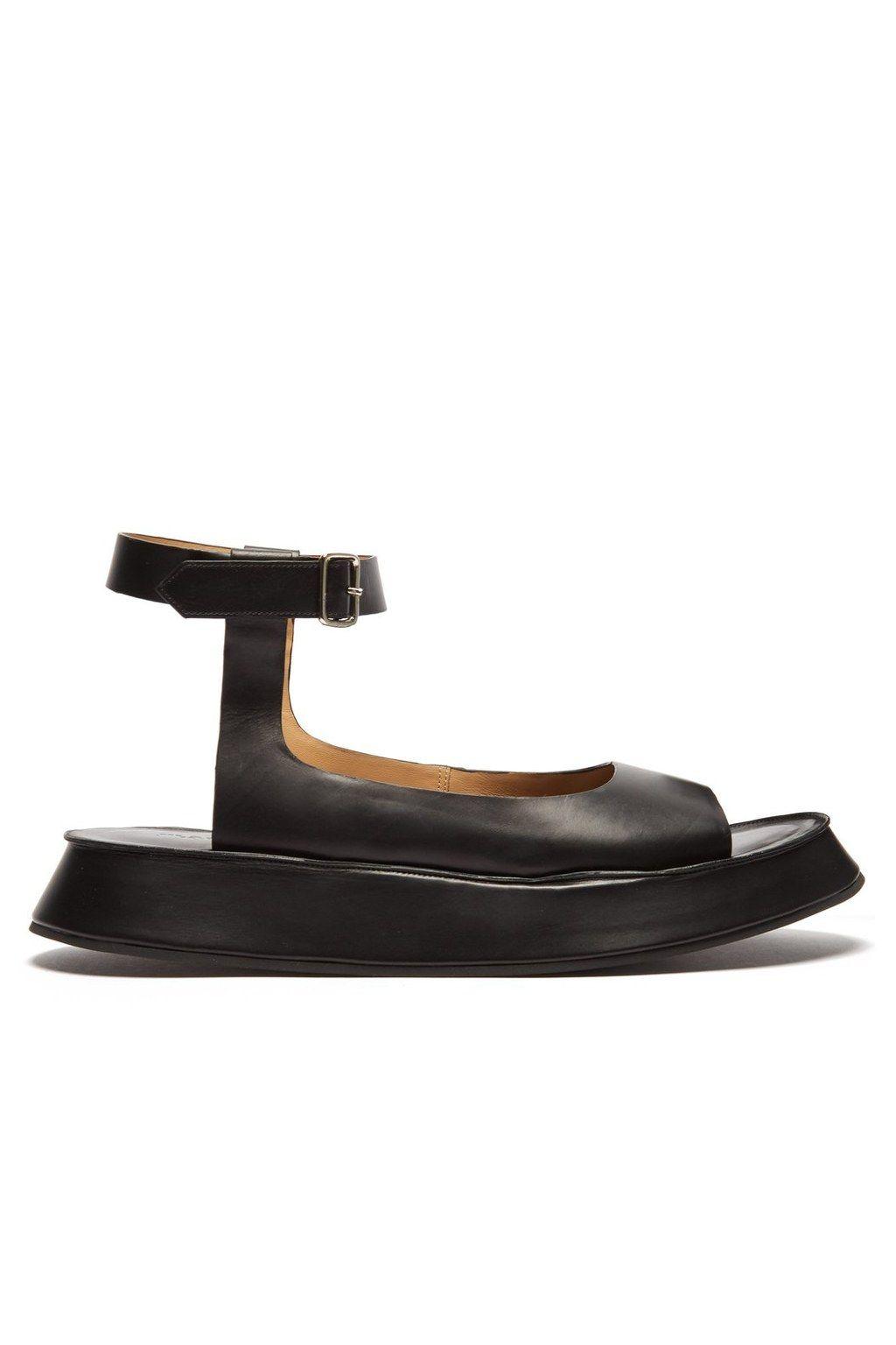 40a0ff5e32 Sandali bassi e comodi primavera estate 2019   shoes   Sandali ...