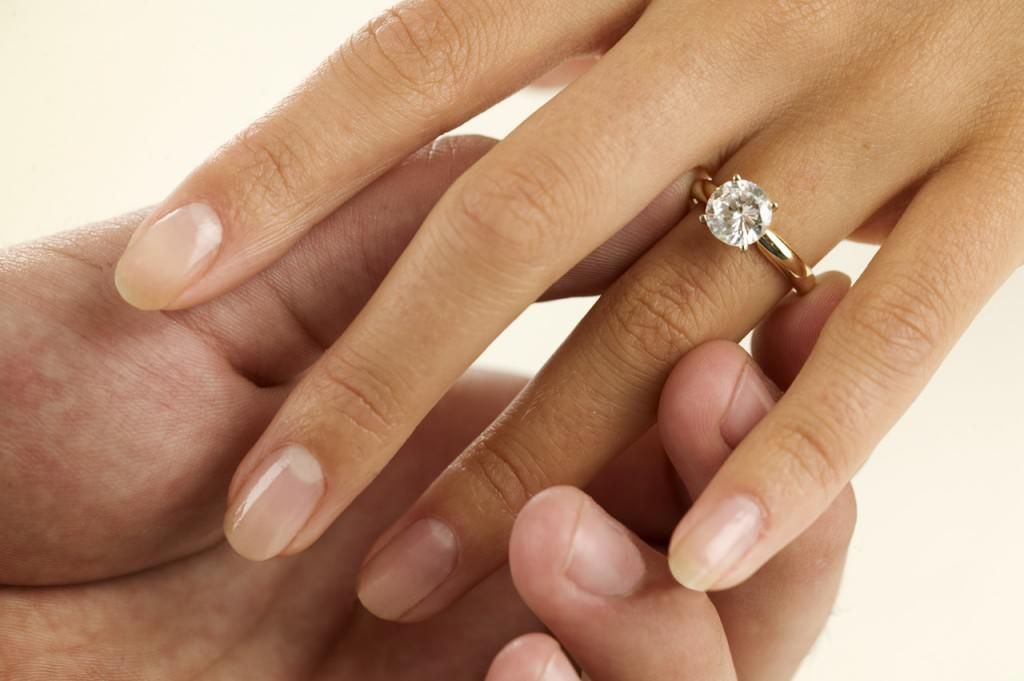 is there a right way to wear your engagement ring and wedding band most people - How Do You Wear Your Wedding Rings