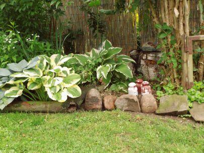 Garten Beetbegrenzung beetbegrenzung aus alten materialien wie feldsteinen ästen usw