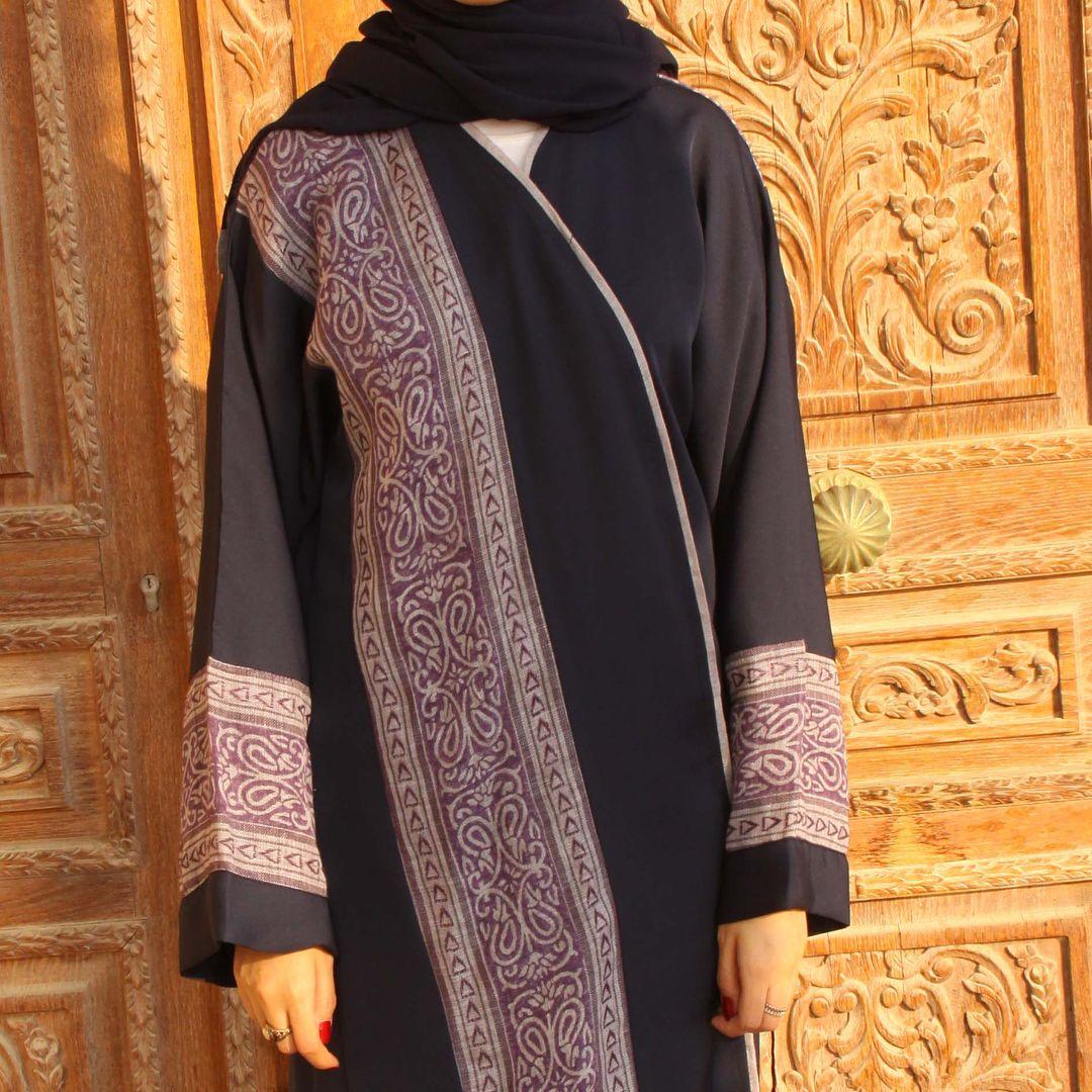 من الكولكشن الجديد عباية من قماش الكريب الكحلي والكتان عبايات عباية عبايه Abya Hejabstyle Fashion Sweaters Cardigan