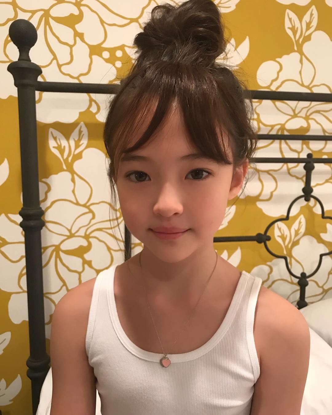 Gambar Mungkin Berisi 1 Orang Berdiri: Best 10 The Prettiest Child Model Who Resembles BLACKPINK Jennie!