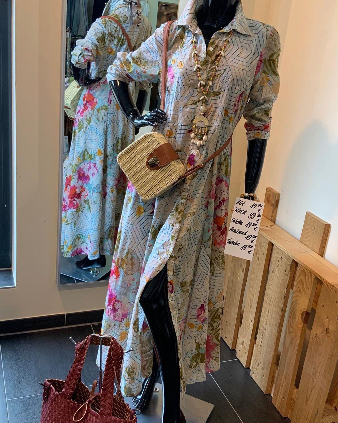 Tumblr in 10  Kimono top, Women, Women