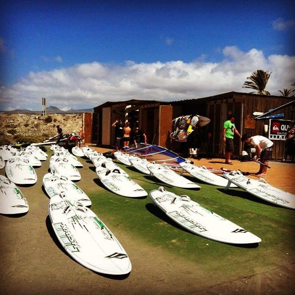 The fleet is ready for dispatch. @scplayasur #windsurf #naish #windsurfing #boards #freeride #surfcenter