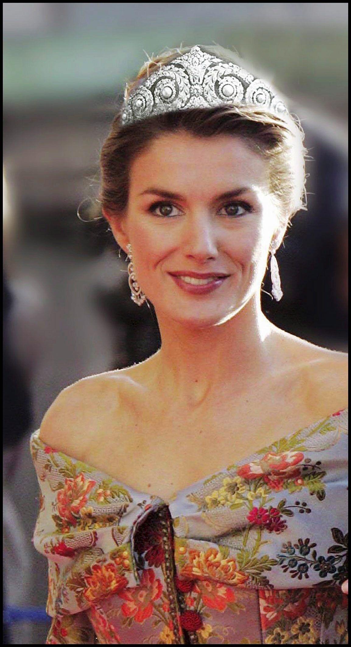 Royal themed wedding dresses  Melania Trump turns heads in custom Dolce u Gabbana gown  Royal