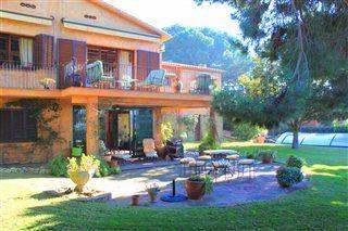6 Bedroom holiday villa rental in Barcelona Lovely Villa ...