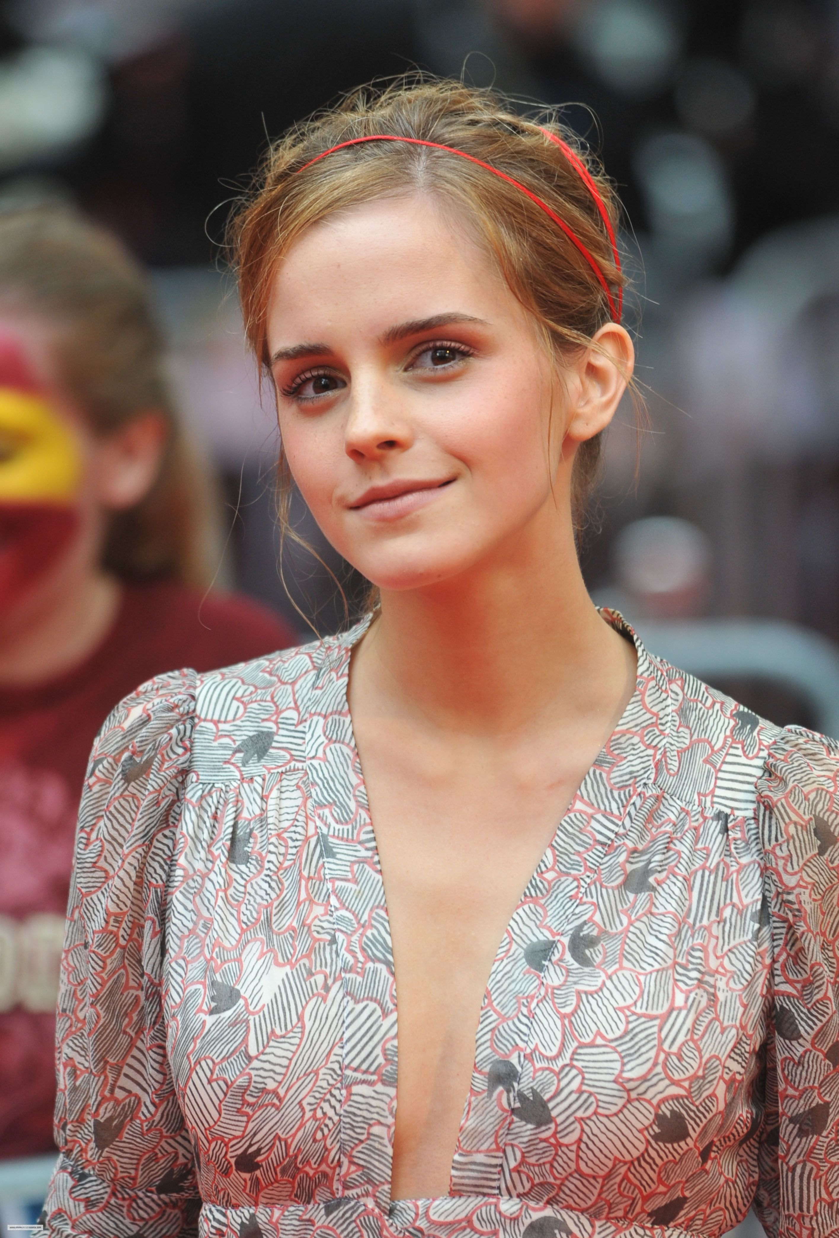 Emma attends World Premiere of Harry Potter And The Half