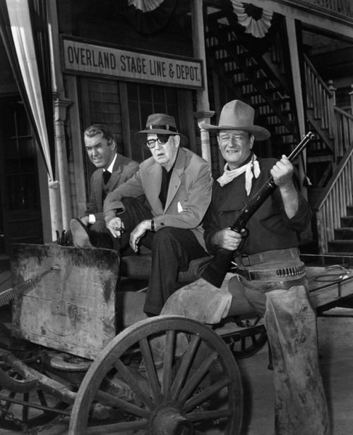 Jimmy Stewart John Ford And John Wayne On Set Of The Man Who Shot Liberty Valance 1962 Director De Cine Dias De Cine John Wayne
