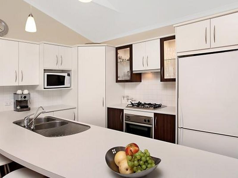 Kitchens By Farquhar U- shaped kitchen, Kleenmaid ...