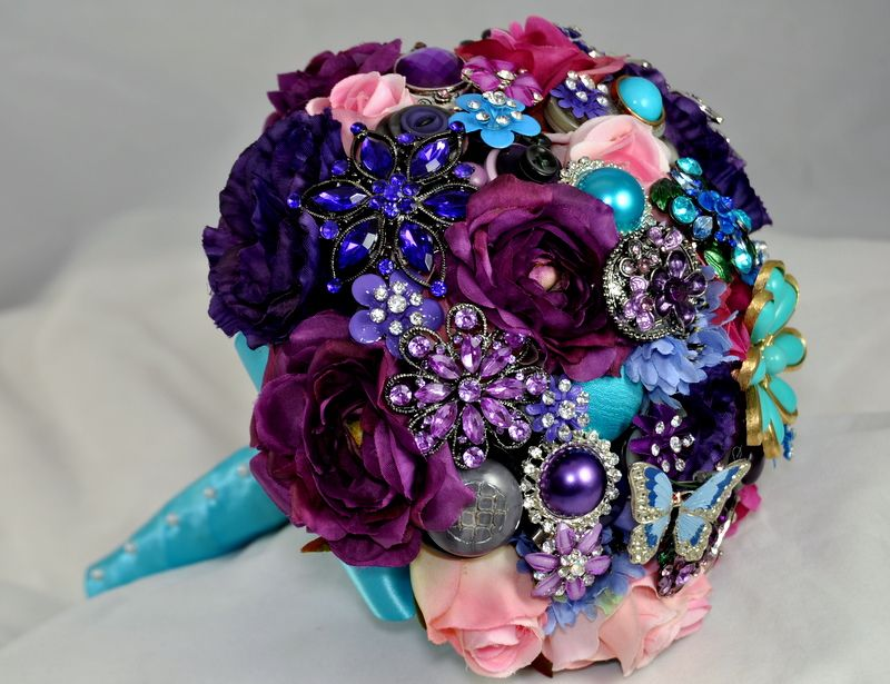 how to make a vintage brooch bouquet--I\'d like to start offering ...