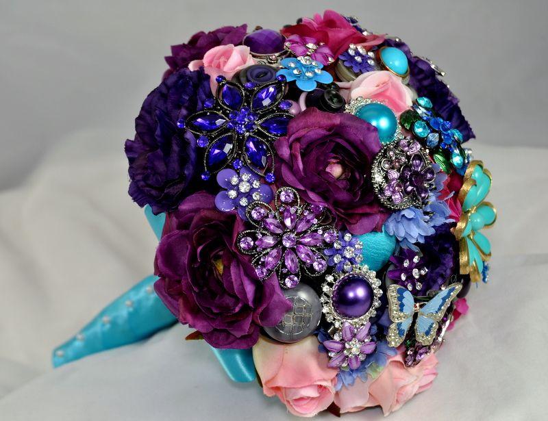 How To Make A Vintage Brooch Bouquet Id Like Start Offering Broach BouquetFlower BouquetsSilk
