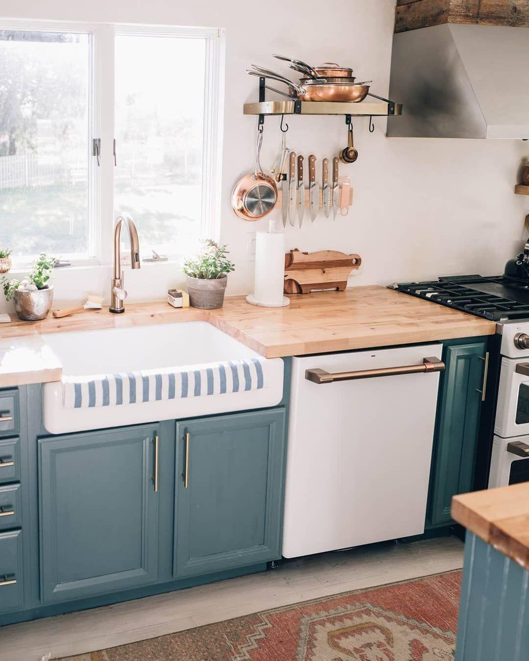 This beautiful kitchen from jessannkirby.com 🥰😍 °----------------------------°-----------------------------° . . . . . . . Tags: #decorationideas #decor #decorideas #kitchenideas #kitchen #bohostyle #bohodecor #interiordesign #bluekitchen