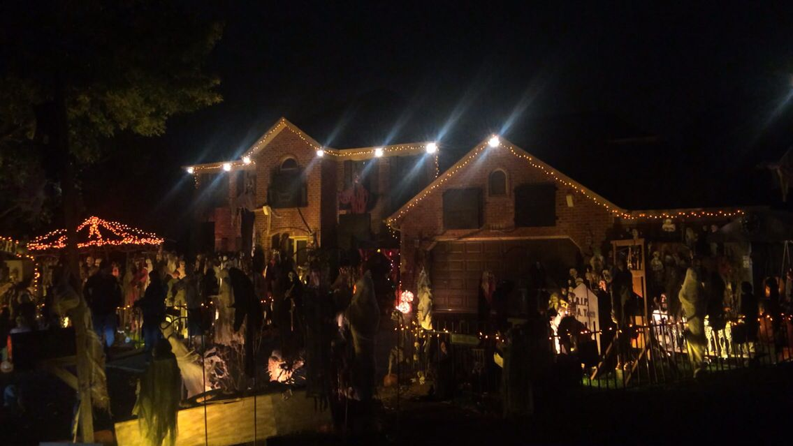 Halloween house Halloween house, Halloween decorations