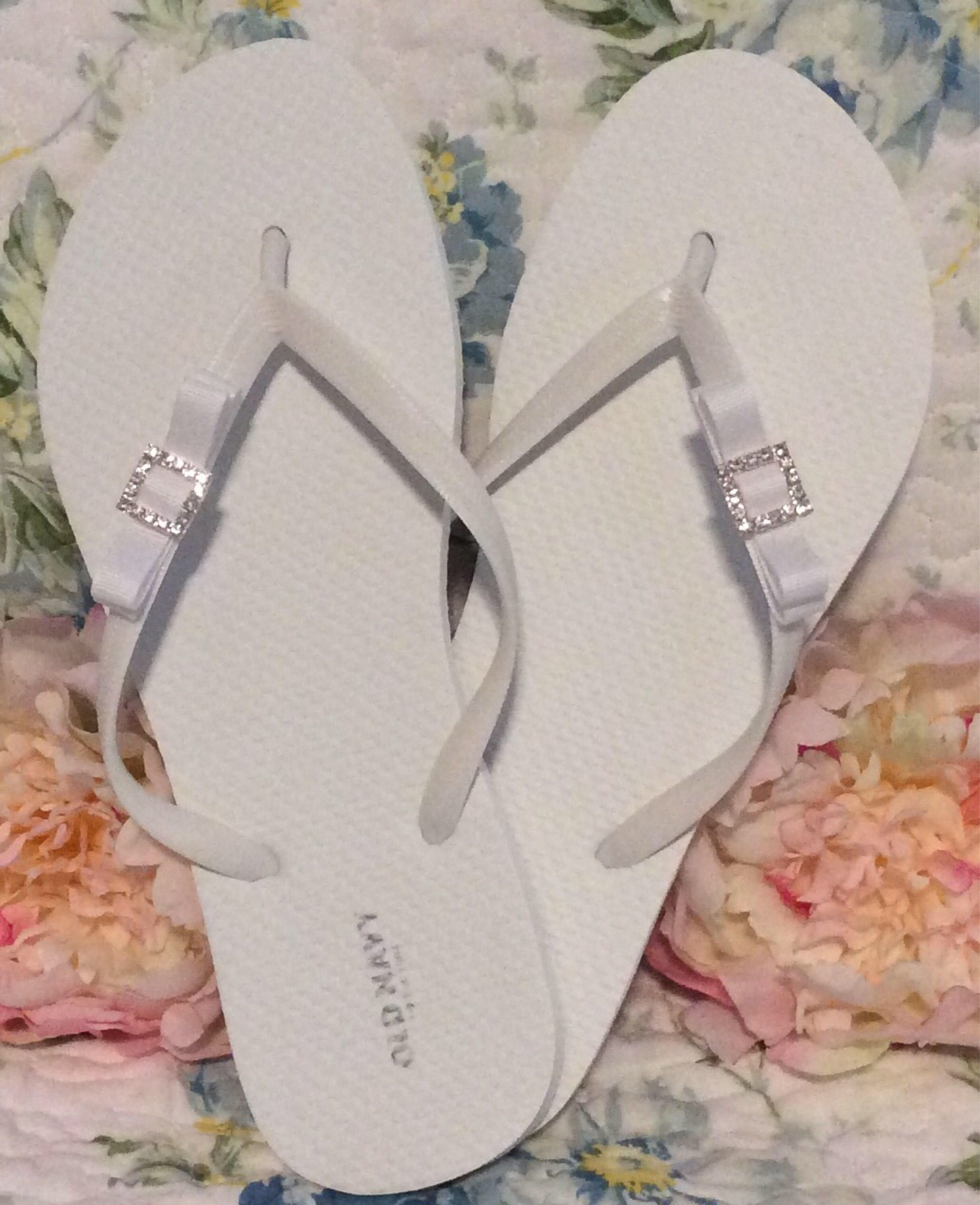 Womens flip flops white or black with