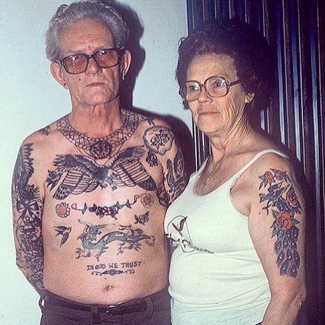 Wie also sieht es aus, wenn man im hohen Alter Tattoos hat