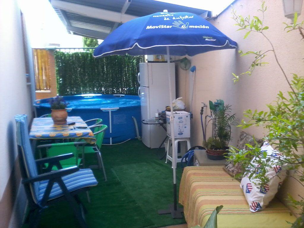 Instalar una piscina hinchable hacer bricolaje es for Que piscina puedo poner en una terraza
