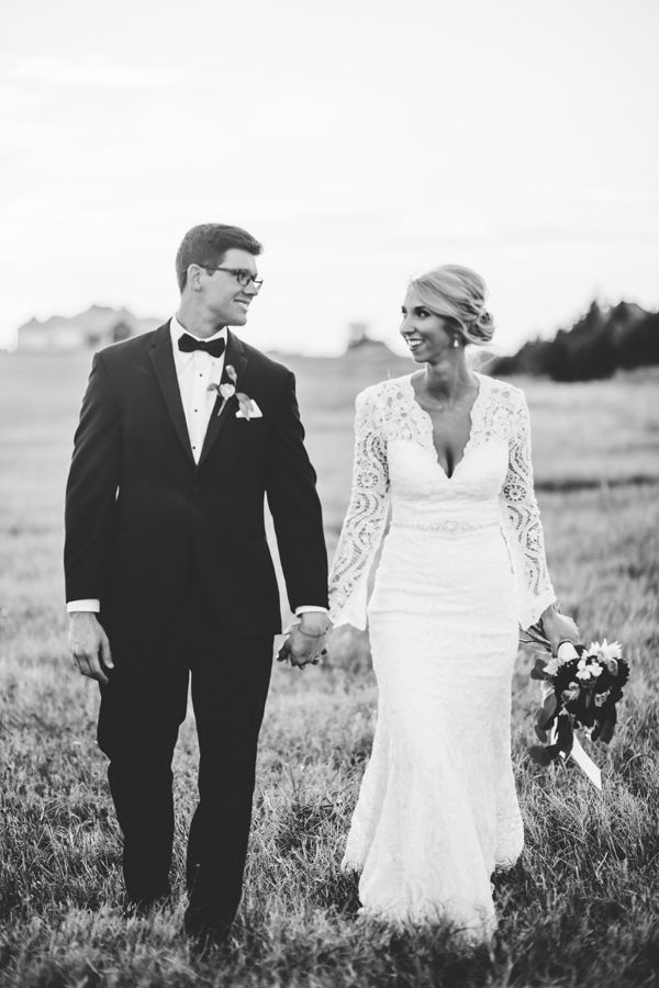 modern black and white wedding with emerald | weddings
