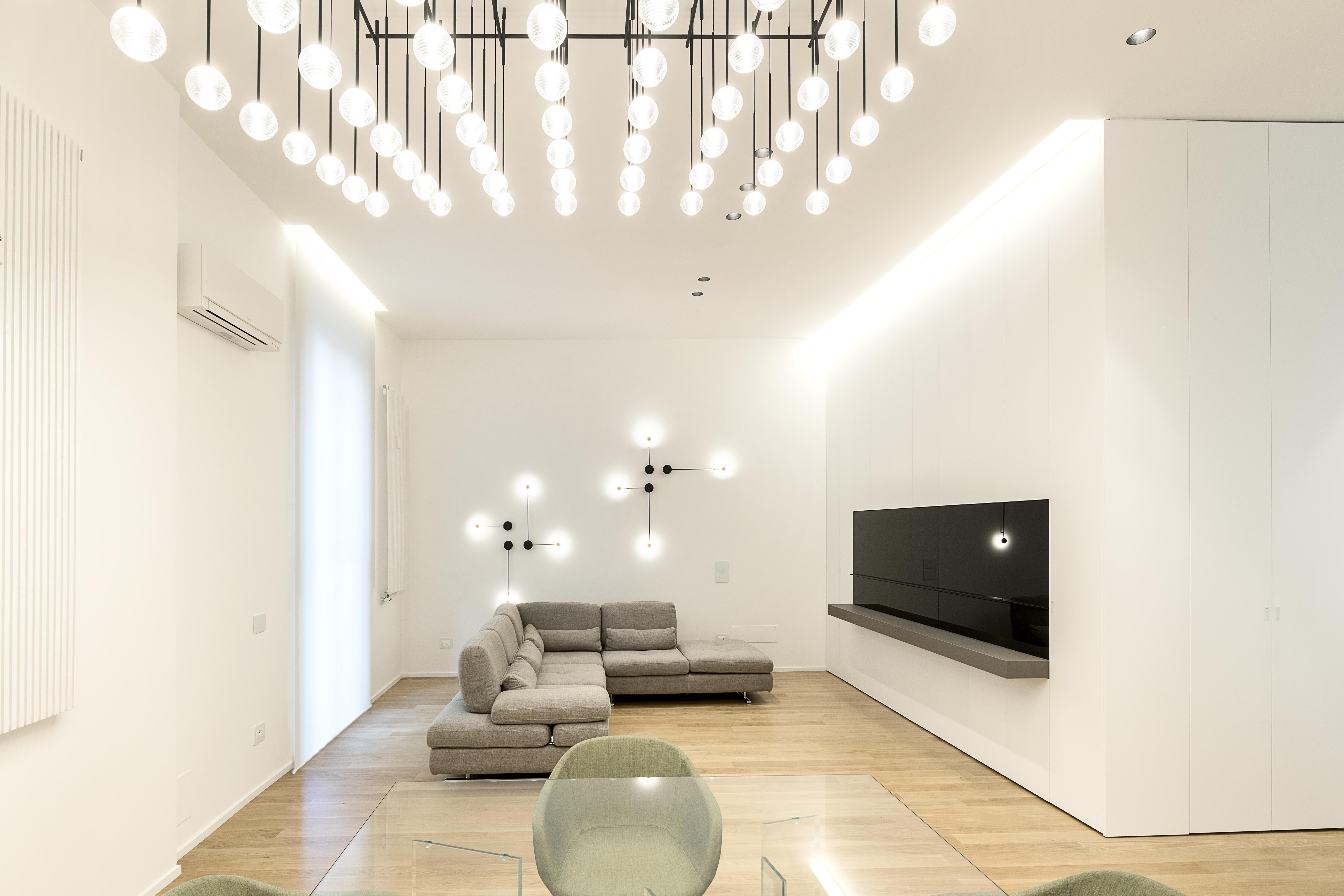 Pin Wall Light And Wireflow Hanging
