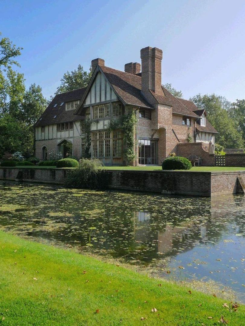 House Beautiful Large Living Rooms: Beautiful Manor House In English Tudor Architecture By