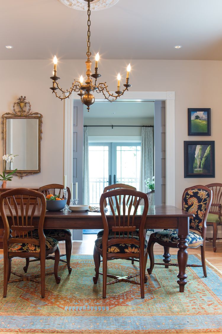 Victoria Robinson Interiors used fabrics from The Whole 9 Yards beautifully in this Queen Anne home.