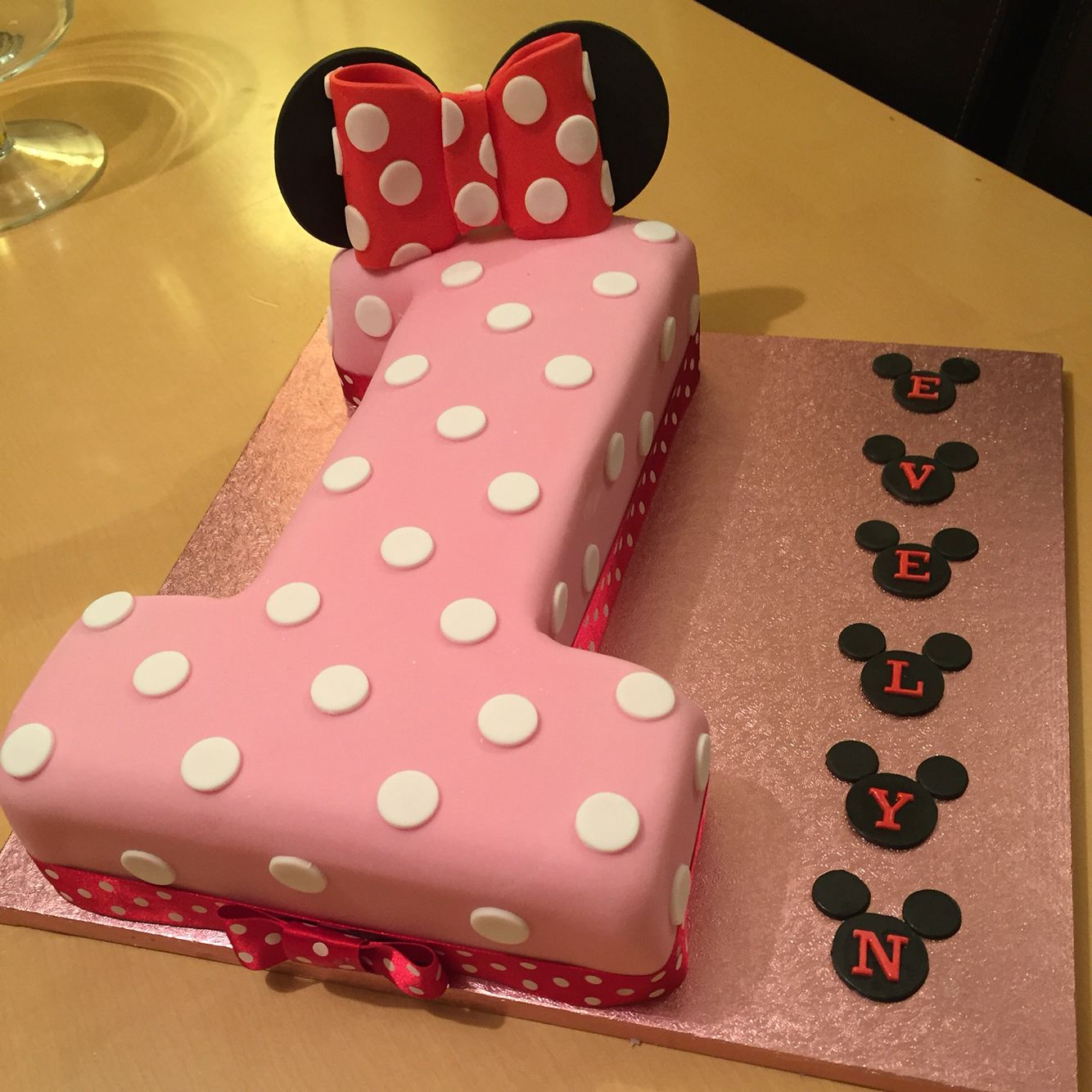 Minnie Mouse themed 1st birthday cake minnie mouse bday