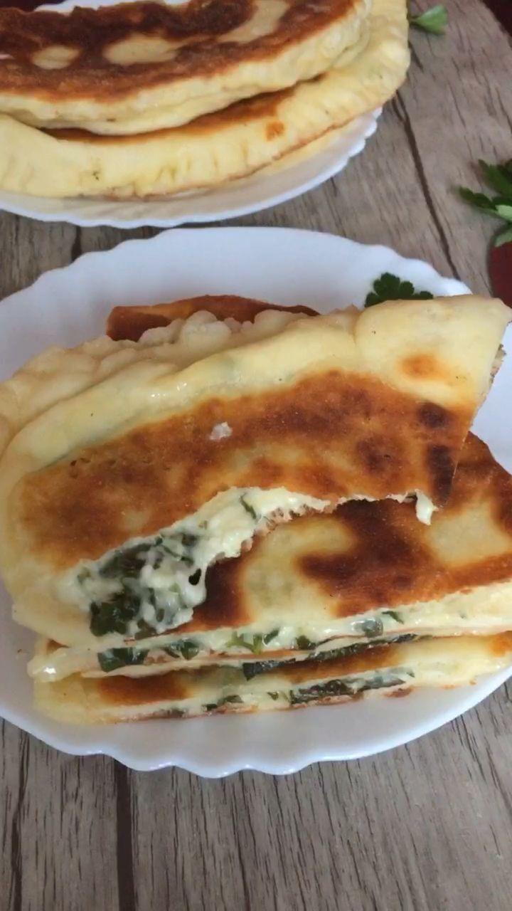Tschudu – Rezept für halbmondförmige Fladen mit Quark, Käse, Kräutern