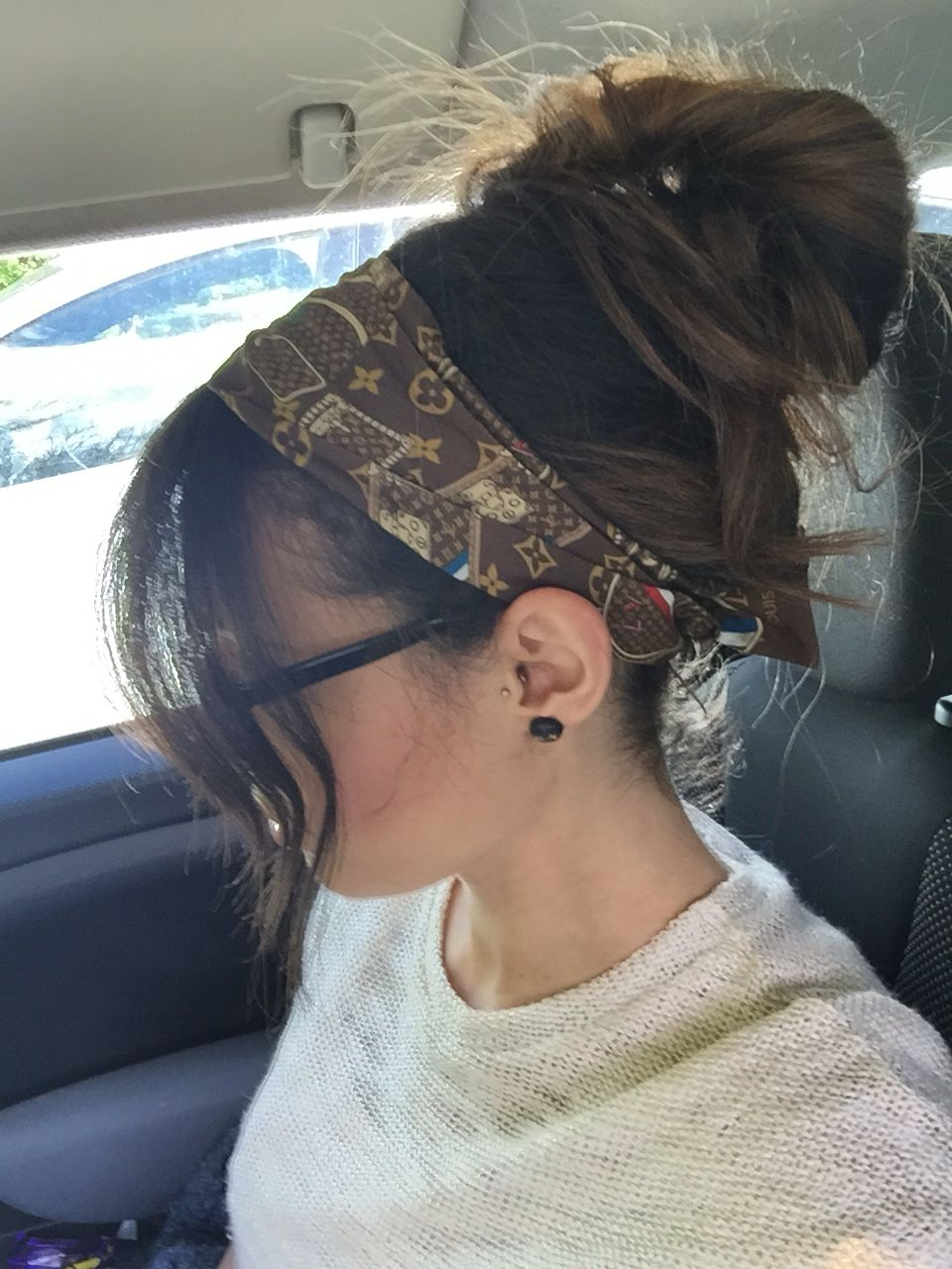 a663427abf Summer hair, Louis Vuitton trunkie Bandeau, loose bun. | Fashion in ...
