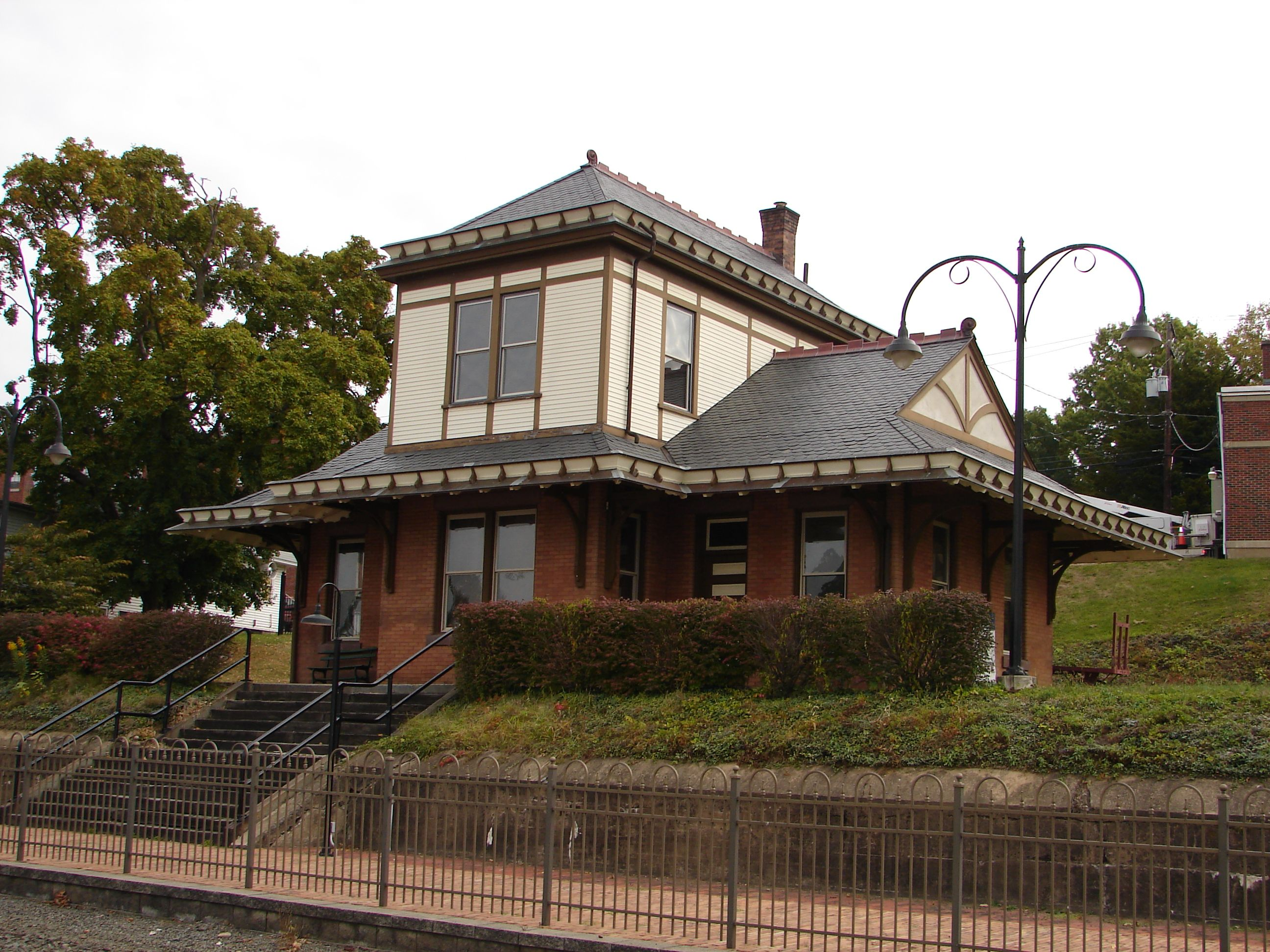 127 W Center St 1898 Train Station In Millersburg Pa House Styles North Country Slate Roof