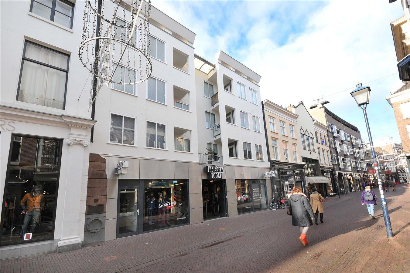 Gezellig Zonnig Balkon : In het bruisende centrum van arnhem gelegen modern appartement met