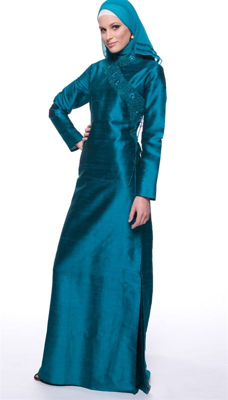 What is the typical dress of the traditional Muslim woman?