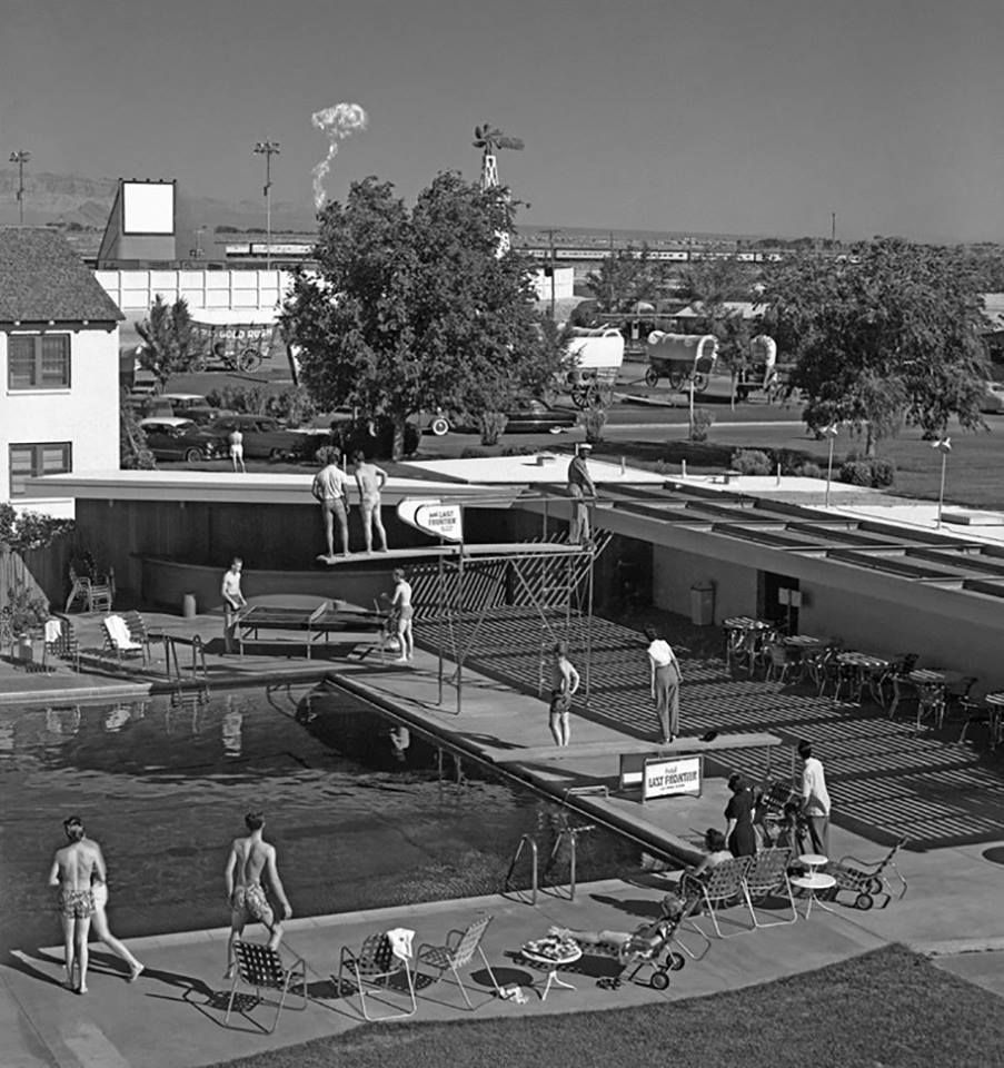 Morning bathers in Las Vegas watch a mushroom cloud from an atomic test 75 miles away1953. The cloud had a brillia https://t.co/1Bm8IJwmK9