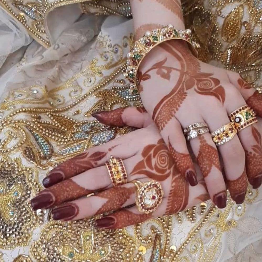 Pin By ŝania Shaikh On Henna Modern Mehndi Designs Indian Henna Designs Mehndi Design Photos
