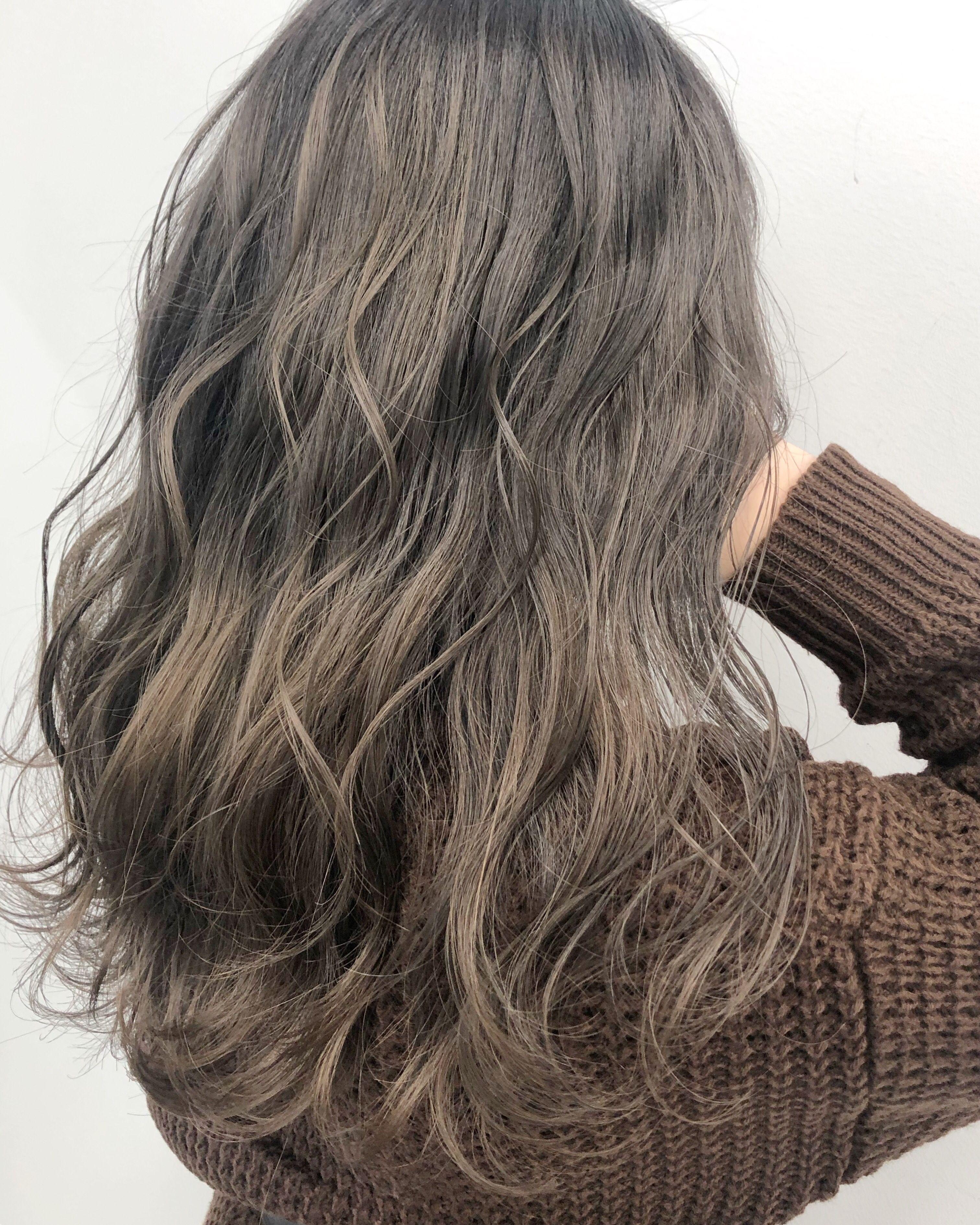 冬でも明るくしたい方にオススメなのがミルクティーベージュカラー 白土 髪色 ミルクティー ヘア アイディア ヘアスタイリング