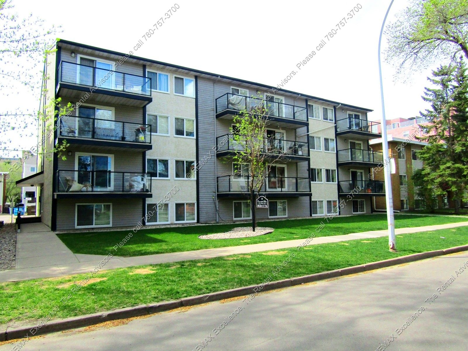 Amazing Location 1 Bed 1 Bath Condo W Parking In Oliver With Images Condo Property Management Property
