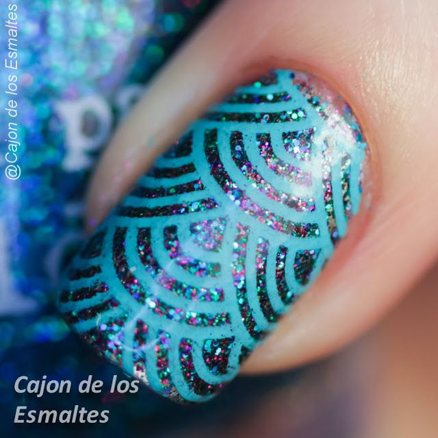 Nail art waves or dragon scales - Stamping plate Hehe 45  Nail polish: Elderberry from Nail pattern boldness