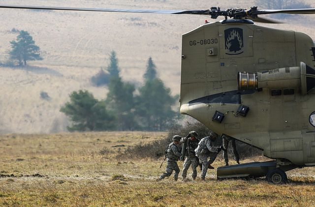 Loading Up Chinook Helicopters Chinook Army Soldier