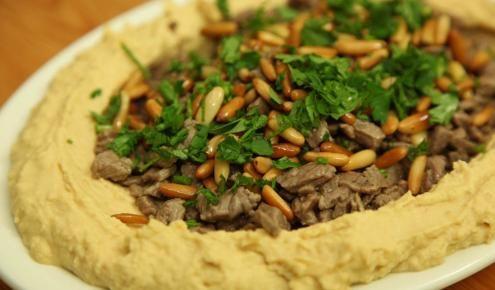 حمص باللحمة Homous With Meat Middle East Recipes Palestinian Food Middle Eastern Recipes
