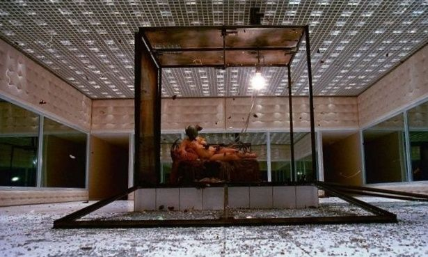 Alexander Mcqueen Fashion Show Glass Box