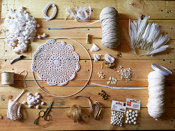 Schema dreamcatcher attrape r ve diy facile napperon au crochet dentelle et franges jersey - Attrape reve crochet ...