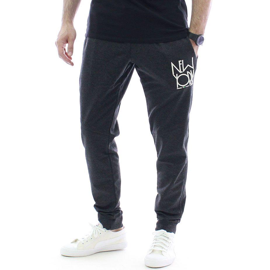 Удобен и мек #спортен #панталон New York #black с атрактивна #визия в черно. Има два практични джоба отпред и един отзад, ластици на кръста и долу на крачолите, както и връзки на кръста, за гарантиран комфорт и сигурност.