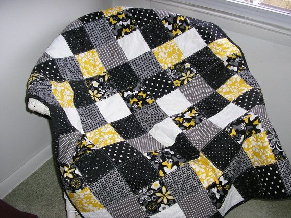 Pin By Trixie Andrews On Quilts Black And White Quilts Quilts Yellow Quilts